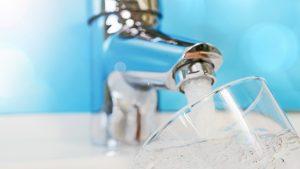 Trinkwasser aus Wasserhahn